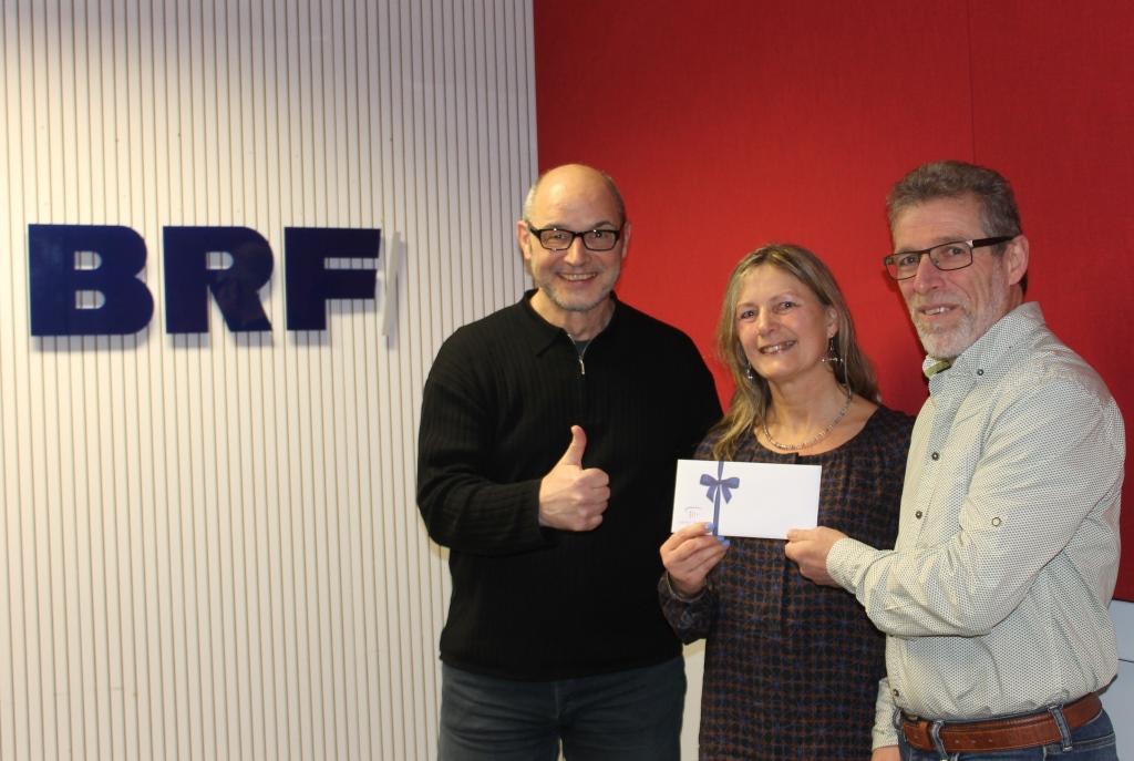 Valentinsaktion 2018: Der Leiter Marketing Carolus Thermen gratuliert Anita und Norbert Langer zum Verwöhntag deluxe