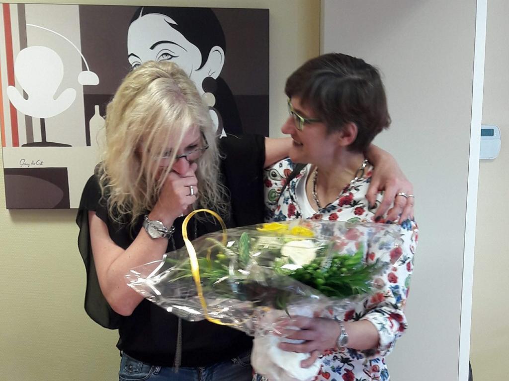 Linda Kohnen, Sachbearbeiterin bei der Neutrale Krankenkasse St.Vith-Weismes-Stavelot, mit der Initiatorin Ingrid Terren