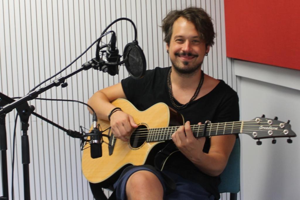 Singer-Songwriter Benne im BRF-Studio (Foto: Renate Ducomble/BRF)