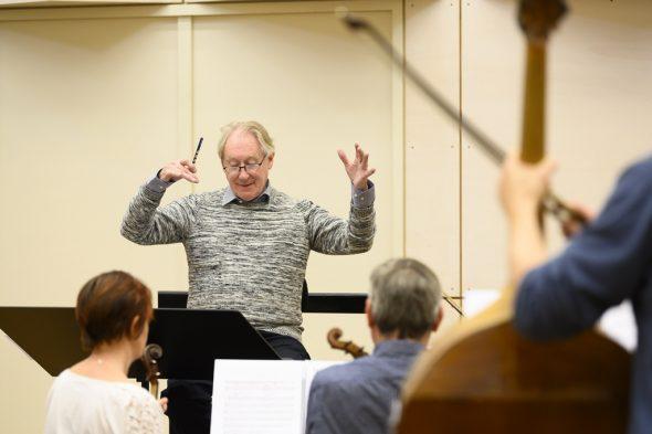 Orchesterprobe mit Dirigent Guy Van Waas (Bild: Opéra Royal de Wallonie-Liège)
