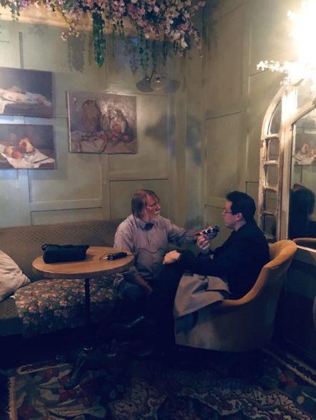 BRF-Musikredakteur Hans Reul im Gespräch mit Leonardo Garcia Alarcon (Bild: BeCulture)