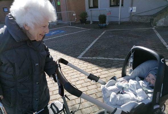 Ich Teile Einen Ganz Besonderen Moment Mit Meiner Oma